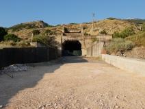 Portal des fertiggestellten Tunnels, Seite Ferrandina, das den Hügelzug Richtung Miglionico unterquert. Foto: Mente, 2018